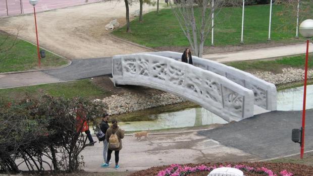 El puente de Alcobendas construido con una impresora en 3D, ayer