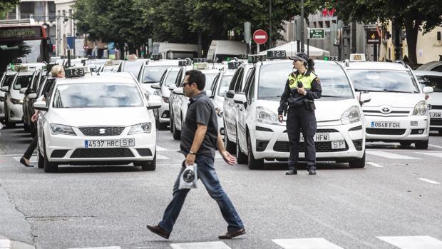 Imagen de archivo de una manifestación de taxistas en el centro de Valencia