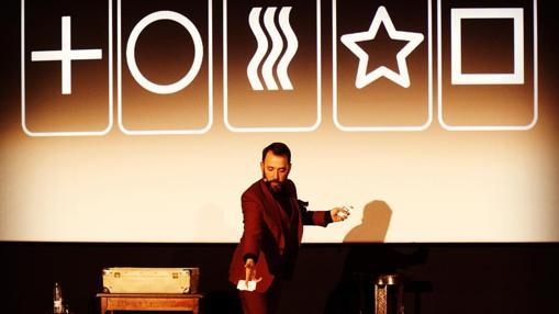 El mentalista e hipnotista Pablo Raijenstein