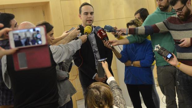El edil de Desarrollo Urbano Sostenible, José Manuel Calvo, atiende a los medios tras la reunión