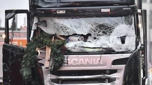 El español herido en Berlín: «Oí al camión chocando contra la primera caseta, me giré y lo tenia en mi cara»