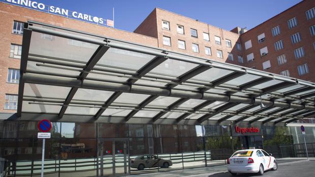 Los centros sanitarios de madrid atienden 4 5 millones de for Puerta k hospital clinico san carlos
