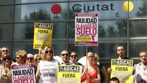 Imagen de una protesta convocada por Adicae en Valencia