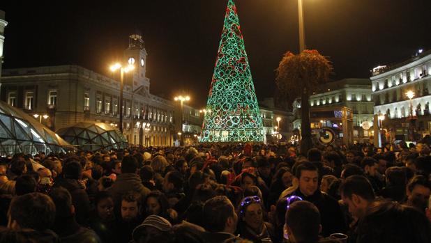 Carmena volver a limitar el acceso a sol en nochevieja for Puerta del sol en nochevieja