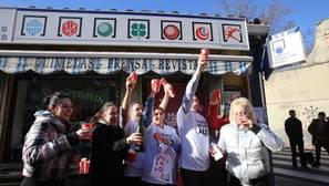 Lotería de Navidad 2016: «Ha sido un premio muy repartido en el barrio»