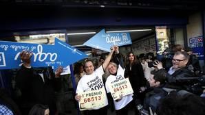 El Gordo de la Lotería toma el puente aéreo y deja 40 millones en el barrio del Raval de Barcelona