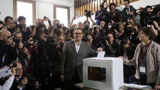 Artur Mas, votando en la consulta del 9-N