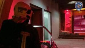Un incendio intencionado obliga a desalojar a 1.800 personas de una macrofiesta navideña en Mallorca