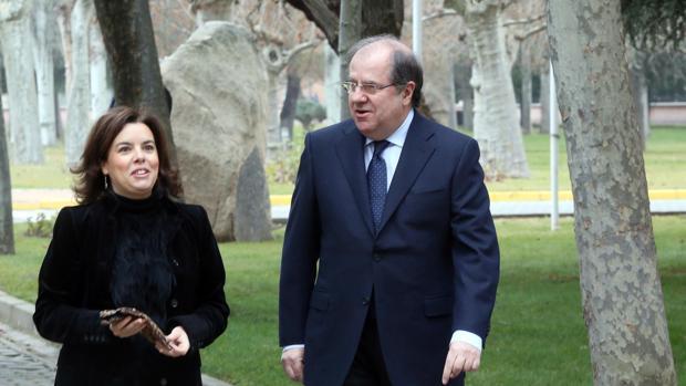 Herrera y Soraya Sáenz de Santamaría, minutos antes de reunirse en Valladolid