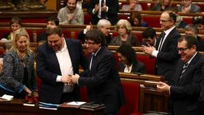 Junts Pel Sí y la CUP pactan a escondidas la ley para amparar el referéndum y desconectar de España