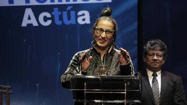 La bailarina Àngels Margarit pronuncia unas palabras tras recoger el premio Actúa Danza