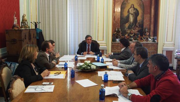 Reunión del Patronato presidido por el alcalde, Ángel Mariscal