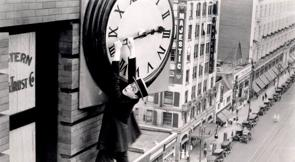 Mítica escena de la película «El Hombre Mosca» protagonizada por Harold Lloyd