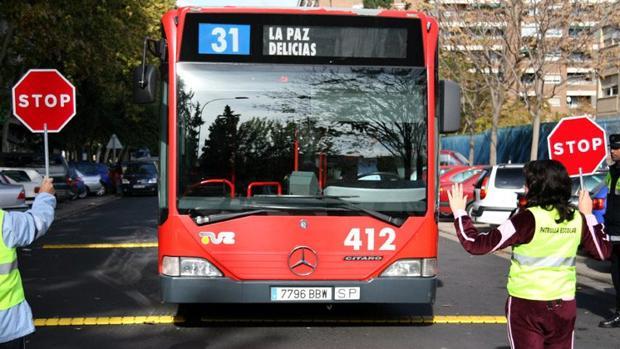 El gobierno de Zaragoza dona 6 autobuses a Cuba para apoyar al castrismo