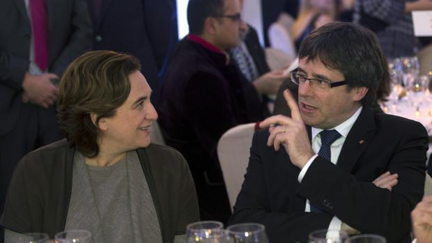 Colau y Puigdemont, en la cena del premio Nadal de la semana pasada