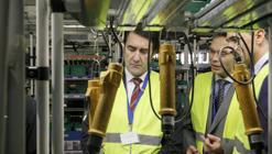El consejero de Fomento y Medio Ambiente de Castilla y León y el presidente y director general de Philips Lighting en España y Portugal han visitado hoy la planta vallisoletana