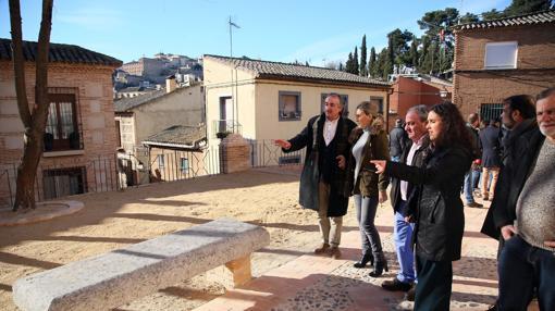 La alcaldesa, Milagros Tolón, en la nueva plaza