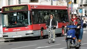Imagen de archivo de un autobús de la EMT en Valencia