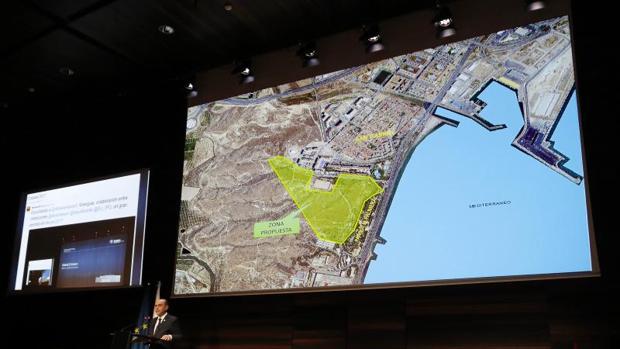 El alcalde de Alicante, Gabriel Echávarri, presenta el proyecto de bosque urbano en el acto de la EUIPO