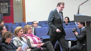 Cospedal y Santamaría pugnan por ser la imagen del «nuevo PP» de Rajoy