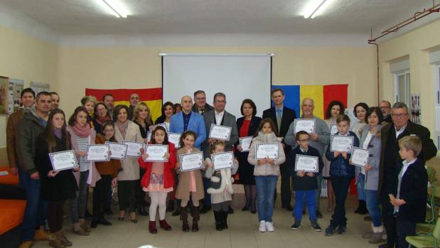 Foto de familia de todos los participantes en la celebración