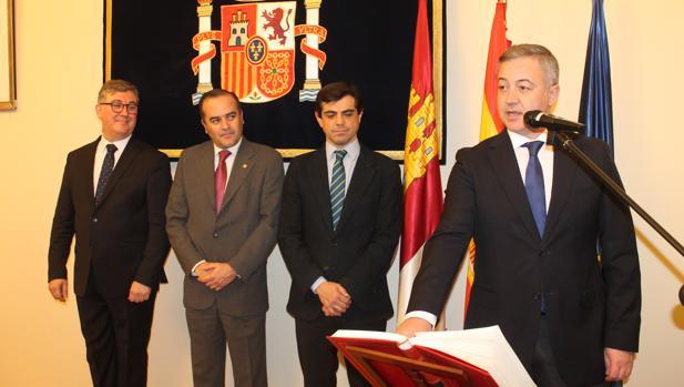 Iniesta, en su toma de posesión, acompañado por Marcial Marín, José Julián Gregorio y Javier Cuenca