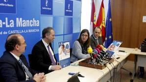 Regina Leal y Juan Jorge González (en el centro) durante la rueda de prensa