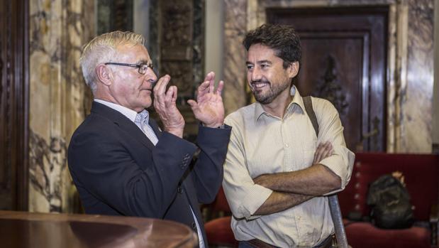 El portavoz de València en Comú, Jordi Peris, junto al alcalde de Valencia, Joan Ribó