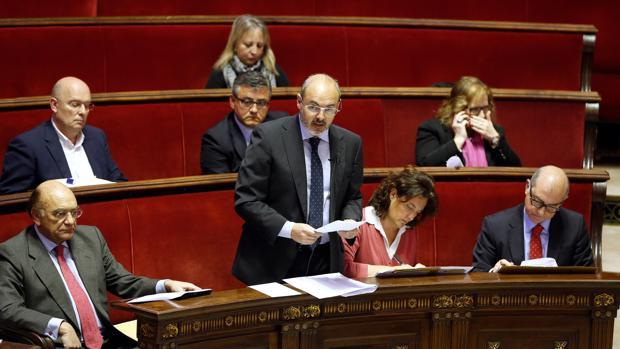 Eusebio Monzó, junto a los concejales del PP del Ayuntamiento