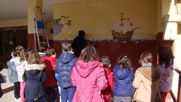 «La Niña», mural realizado en el colegio Cristóbal Colón