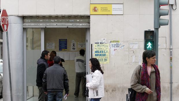 Paro la comunidad valenciana cierra 2016 con for Oficinas de empleo valencia