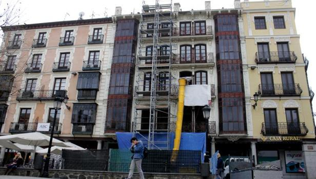 El edificio tiene cuatro plantas, en donde se instalarán 12 habitaciones