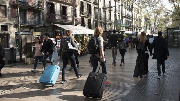 Vecinos de barcelona okupan hoy las ramblas en se al de protesta - Casa del libro barcelona rambla catalunya ...