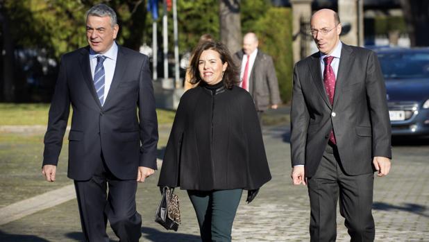 Javier de Andrés, Soraya Saénz de Santamaría y Carlos Urquijo
