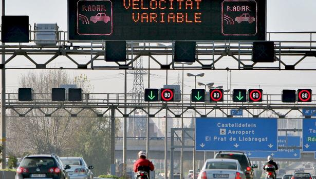 La velocidad variable en los accesos a Barcelona también se aplica en días de alta contaminación
