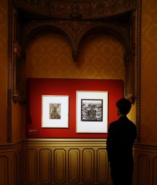 Las obras de Escher se muestran respetando la estética del Palacio de Gaviria
