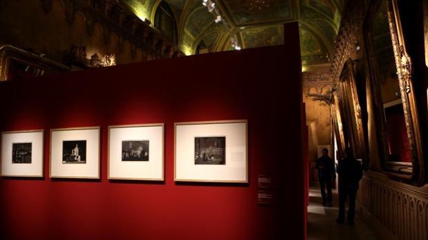 Interior del Palacio de Gaviria. Uno de los salones que sirven de espacio a la muestra de Escher