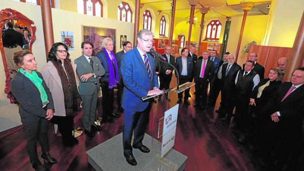 El alcalde de León, Antonio Silván, junto a otras autoridades en la inauguración de la exposición