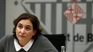 Ada Colau apoya a los encausados por la consulta del 9N
