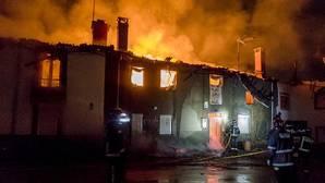 Cinco casas han quedado destruidas por el fuego en La Losilla (León)