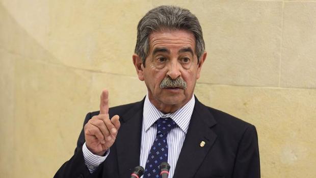 El presidente de Cantabria, Miguel ángel Revilla, encabeza es el favorito de los encuestados