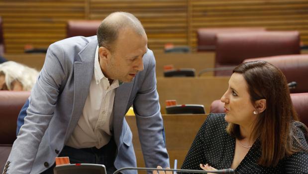 Alexis Marí y María José Catalá, en las Cortes