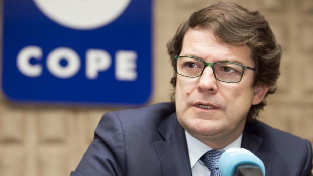Alfonso Fernández Mañueco, durante la entrevista en la tertulia Cope-ABC