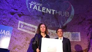Asunción Martínez y Francisco Bartual, presentando Aquae Talent Hub en Alicante