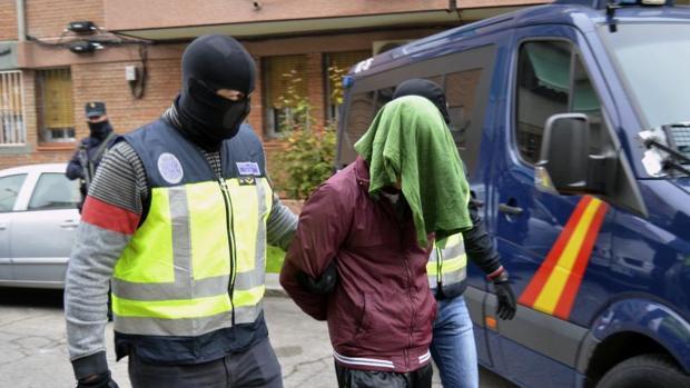 Imagen de la detención, el pasado mes de noviembre, de dos personas en Barcelona acusadas de ser yihadistas