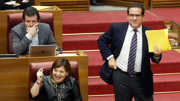 Jorge Bellver se dispone a intervenir este miércoles en las Cortes