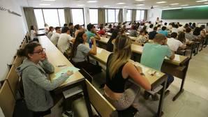 Estudiantes durante uno de los últimos exámenes de selectividad
