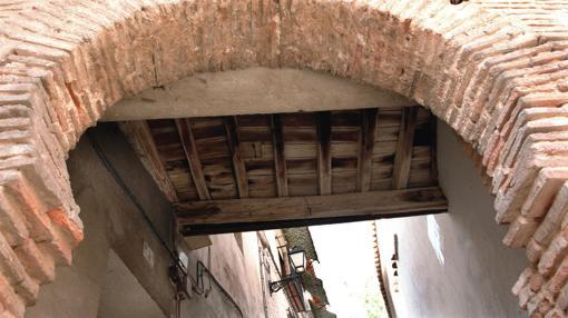 Uno de los arcos de acceso al barrio de la Judería de Toledo