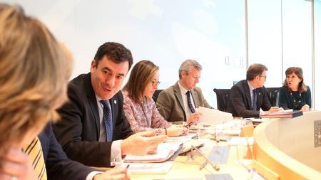 Feijóo junto a su equipo de conselleiros en el Consello de Gobierno
