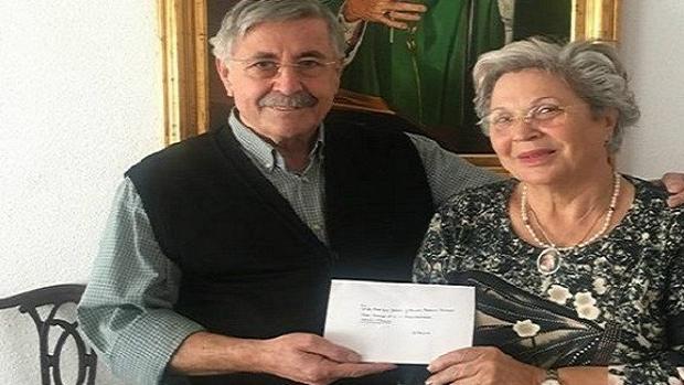 El matrimonio, con la carta recibida del Papa Francisco
